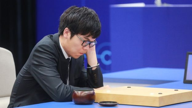 Ke Jie volvió a perder en mayo de 2017 contra el sistema inteligente AlphaGo.