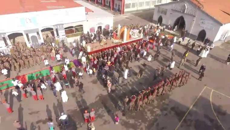 Salida de la procesión de Jesús Nazareno de la Guardia de Honor. (Foto Prensa Libre: Ejército de Guatemala)