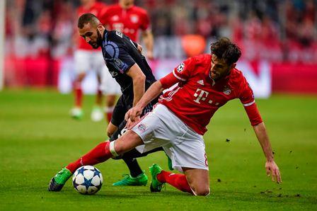 El encuentro contó con fuertes jugadas. El Madrid celebró el triunfo.