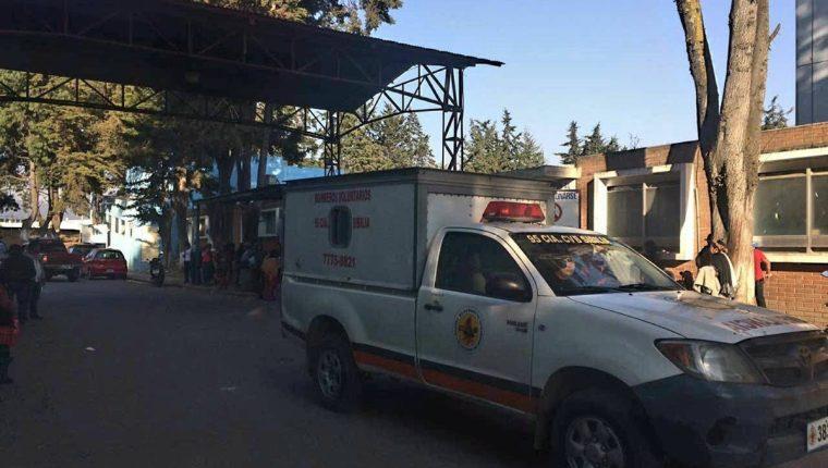Bomberos Voluntarios de Sibilia trasladaron al menor al HRO, el miércoles por la tarde. (Foto Prensa Libre: Cortesía bomberos)