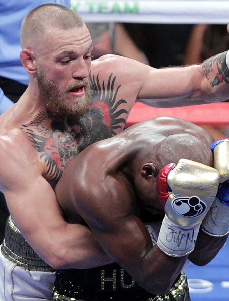 En agosto del 2017, Conor McGregor se enfrentó a  Floyd Mayweather Jr la última pelea del exboxeador. (Foto Prensa Libre: AFP)