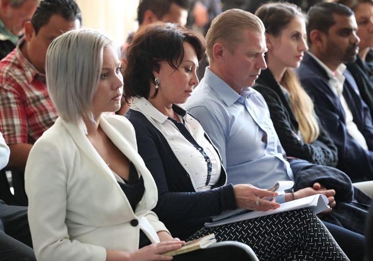 Anastasia Bitkova, Irina Bitkova e Igor Bitkov durante una audiencia en diciembre de 2017. (Foto Prensa Libre: Hemeroteca PL).