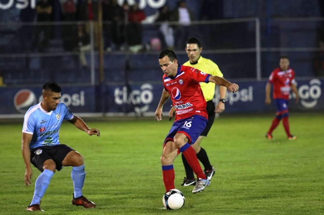 Marco Pappa fue titular en el equipo quetzalteco y con dos goles en el primer tiempo, condujo a los chivos a un victoria frente a su rival Sanarate. (Foto Prensa Llbre: Raúl Juárez)