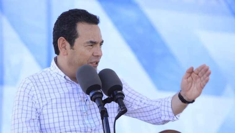El presidente Jimmy Morales ofreció un discurso en el que señaló a la ex fiscal general Thelma Aldana y al excontralor Carlos Mencos. (Foto Prensa Libre: Gobierno de Guatemala)