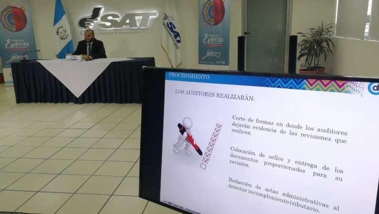 La SAT acostumbra a hacer fiscalizaciones masivas por temporadas altas de comercio durante el año. (Foto, Prensa Libre: Rosa María Bolaños).
