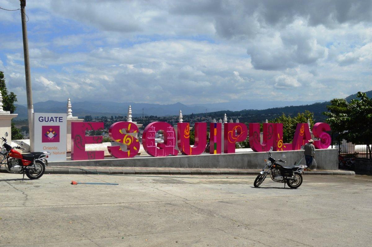 En Esquipulas, un letrero adorna un área de la ciudad. (Foto Prensa Libre: Mario Morales)
