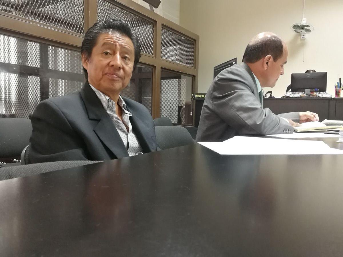 Exministro Carlos Batzín habría recibido Q575 mil