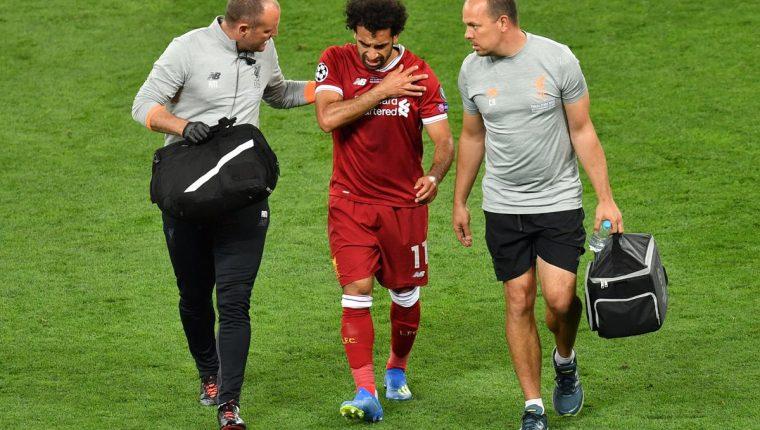 Salah salió afectado del hombro izquierdo durante la final de la Champions. (Foto Prensa Libre: AFP)