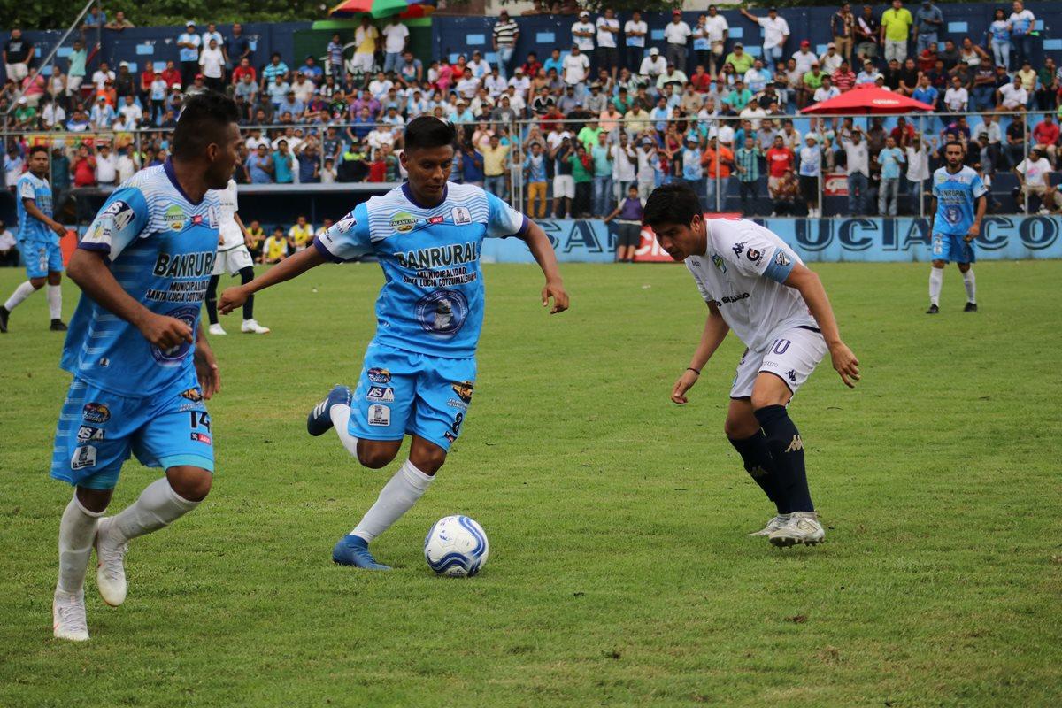 Santa Lucía Cotzumalguapa superó a Comunicaciones en los cuartos de final de la Primera División. (Foto Prensa Libre: Carlos Paredes)