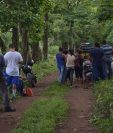 Los cuerpos fueron hallados en el kilómetro 63, ruta que de Escuintla conduce a Taxisco, Santa Rosa. (Foto Prensa Libre: Carlos Paredes)
