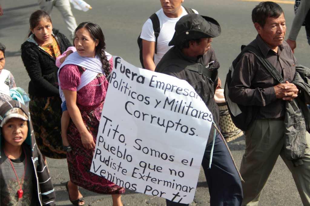 Los manifestantes del interior exigieron la renuncia del presidente Pérez.