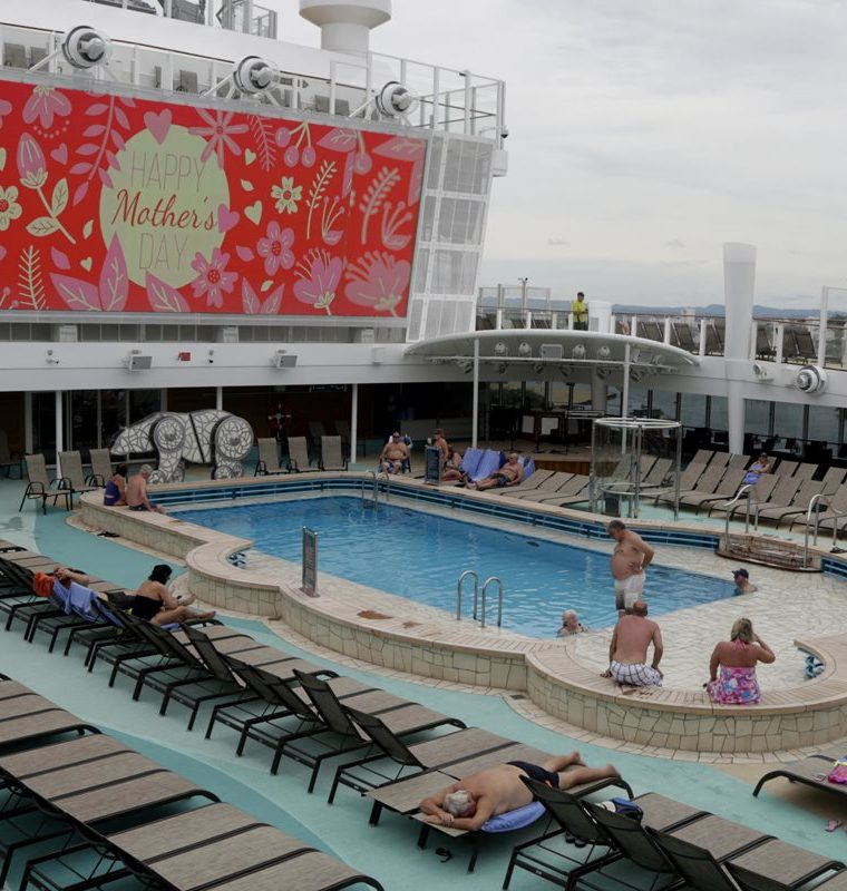 Otro de los ambientes del enorme crucero. (Foto Prensa Libre: EFE)