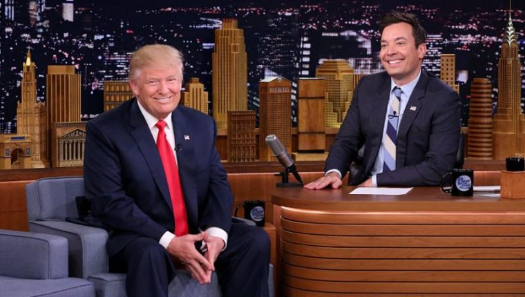Donald Trump junto a Jimmy Fallon, en una entrevista en 2016 (Foto Prensa Libre: YouTube / The Tonight Show).