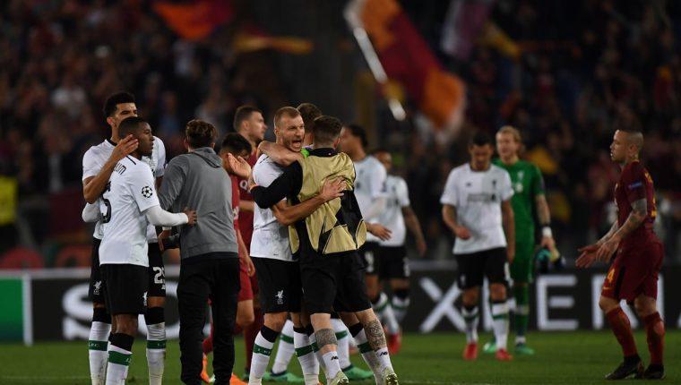 Los jugadores del Liverpool celebran la clasificación a la final de la Champions. (Foto Prensa Libre: AFP)