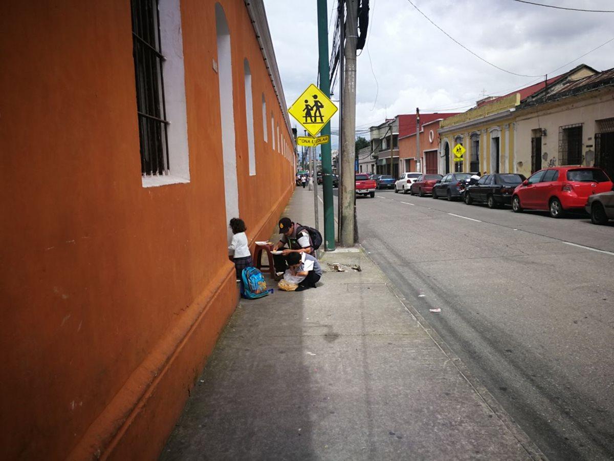 Bernardo Aparicio no pierde la esperanza de encontrar hogar para sus hijos
