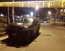 Autopatrulla donde se transportaban los agentes heridos en la zona 21. (Foto Prensa Libre: Cortesía).