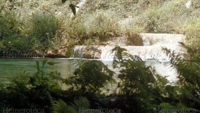 Semuc Champey es uno de los destinos turísticos más visitados en Alta Verapaz. (Foto Prensa Libre: Hemeroteca PL)