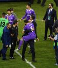 Zinedine Zidane festeja con Nacho luego de conquistar su duodécima Copa de Europa. (Foto Prensa Libre: AFP)