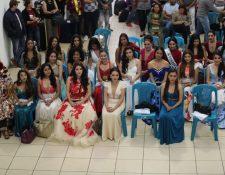 Las reinas nacionales e internacionales tuvieron una recepción de bienvenida en la sede de Fraternidad Quetzalteca en la capital. (Foto Prensa Libre: Érick Ávila)
