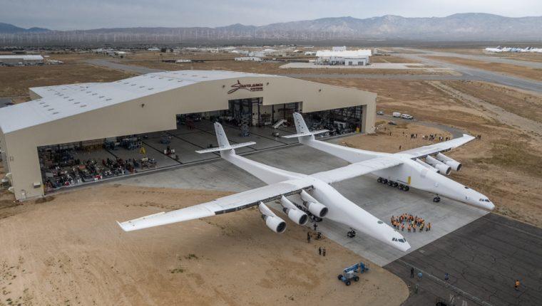 El fabricante Stratolaunch planea el lanzamiento en órbita para el 2019. (Foto Prensa Libre: AFP)