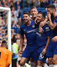 Eden Hazard festeja con sus compañeros del Chelsea. (Foto Prensa Libre: AFP)