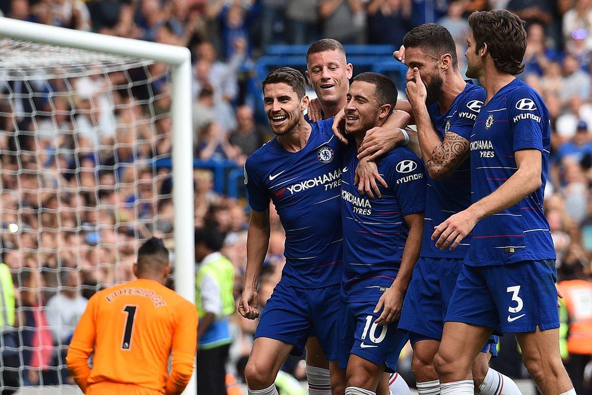 Eden Hazard comanda la goleada del Chelsea y Mesut Özil guía al Arsenal