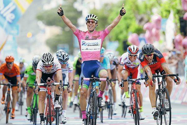 El Giro tiembla por Pozzovivo; victoria de etapa para el líder Matthews