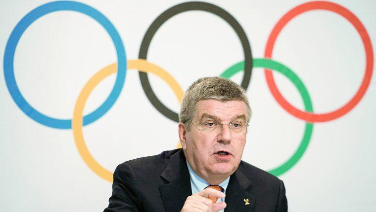 Thomas Bach durante su explicación a los medios de comunicación en conferencia de prensa sobre los derechos de transmisión de los Juegos Olímpicos(Foto Prensa Libre: AP)