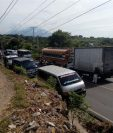 Atascos por bloqueo en el km 122 de la ruta a El Salvador, en Jutiapa. (Foto Prensa Libre: Óscar González).
