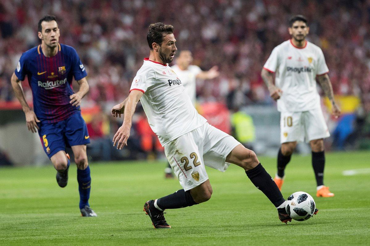 Franco Vázquez controla el balón durante el encuentro correspondiente a la final de la Copa del Rey. (Foto Prensa Libre: EFE)