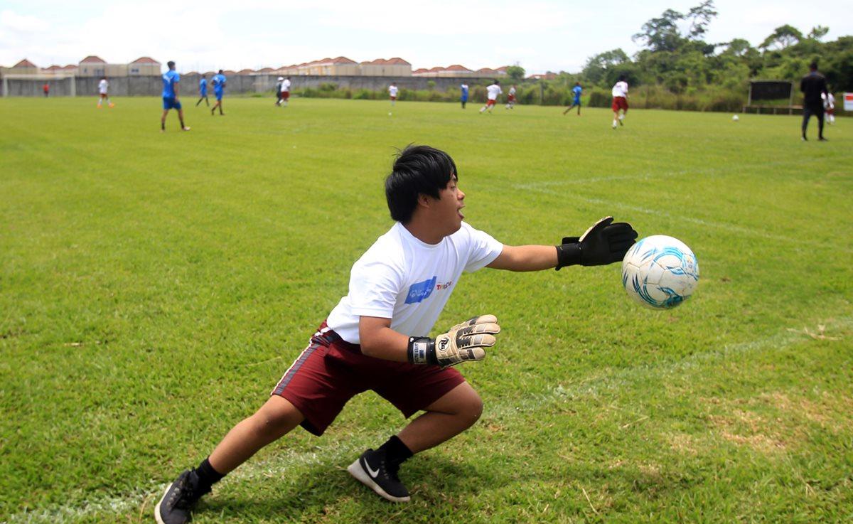 Randy Ventura jugó en las canchas de Greenfield. (Foto Prensa Libre: Carlos Vicente)