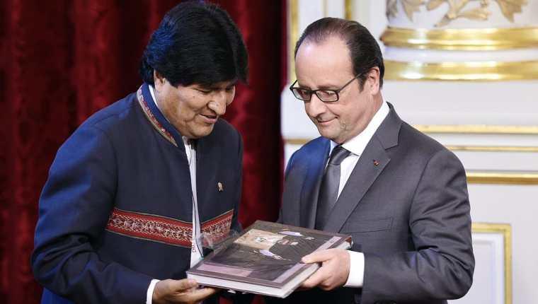 Evo Morales, presidente de Bolivia, junto a su homólogo de Francia, Francois Hollande. (Foto Prensa Libre: AFP).