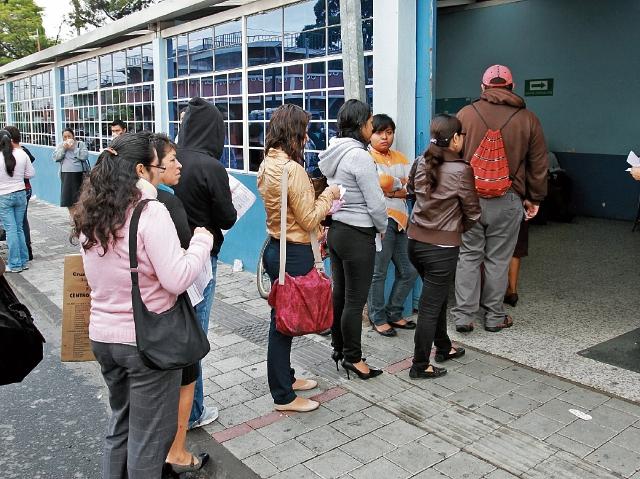 Al cierre del 2016 el seguro social reportaba 1 millón 300 mil afiliados cotizantes en todo el país, más de la mitad en el departamento de Guatemala.