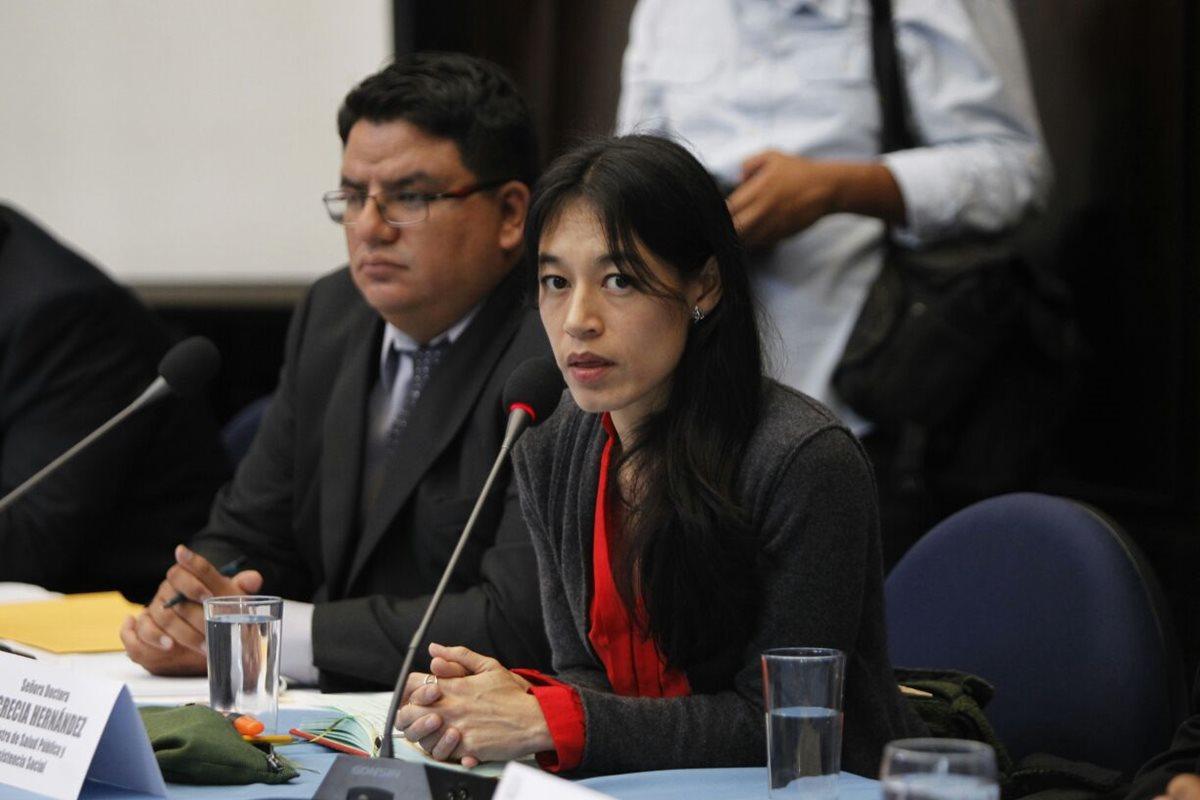 La ministra de Salud, Lucrecia Hernández, dijo a los diputados del Congreso que su cartera necesita Q400 millones más para funcionamiento. (Foto Prensa Libre: Paulo Raquec)
