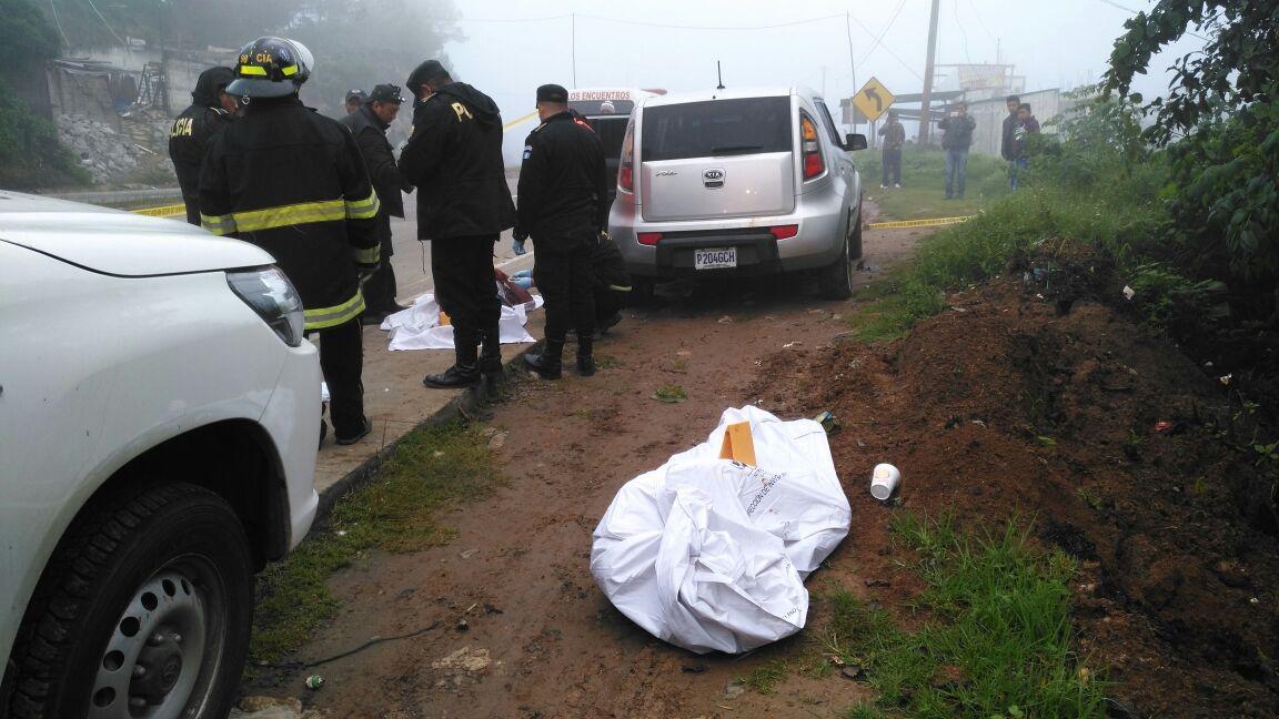 Una de las víctimas fue identificada como Rolando Alberto Vázquez Espinoza, de 53 años, originario de Jocotán, Chiquimula. El hallazgo fue hecho en El Mirador, Sololá. (Foto Prensa Libre: Ángel Julajuj)