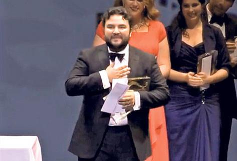 El tenor Mario Chang agradece al público y a los organizadores de Operalia, certamen en el que interpretó Ella mi fu rapita!, del italiano Giuseppe Verdi.