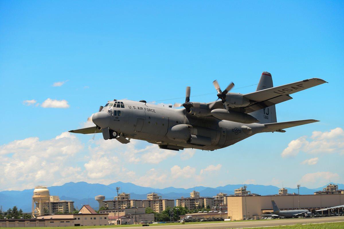 Prototipo C-130 Hercules, el otro modelo involucrado en la colisión. (Foto Prensa Libre: AFP)