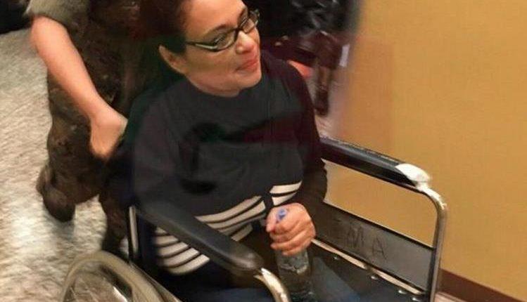 Roxana Baldetti cuando era ingresada ayer al Hospital Militar