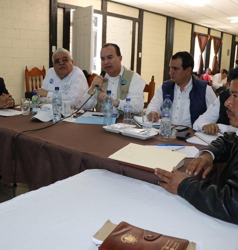 Las autoridades municipales de Ixchiguán y Tajumulco se reunieron con el ministro de Agricultura pararetomar los proyectos para sustituir plantaciones ilícitas. (Foto Prensa Libre: Whitmer Barrera)