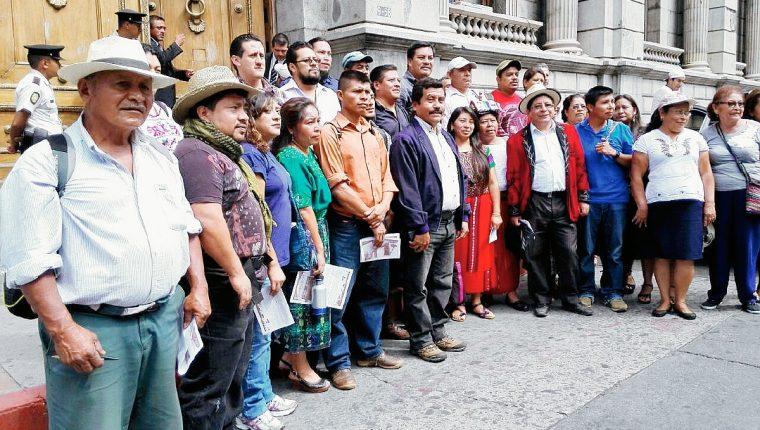 Campesinos esperan que el Congreso realice reformas al sistema político del país. (Foto Prensa Libre: Edwin Bercián)