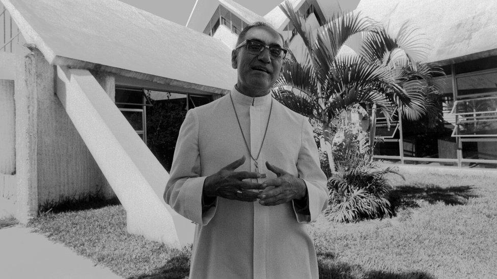 Romero era conocido por denunciar en diferentes ocasiones la desigualdad e injusticia de la que eran víctimas los pobres en El Salvador.