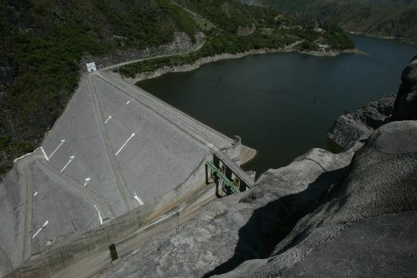 Según reporta el INDE, el sistema, para esta semana solo aporta 25 gigavatios hora; sin embargo, en época norma de invierno la hidroeléctrica genera 43 gigavatios hora a la semana. (Foto Prensa Libre: Archivo).