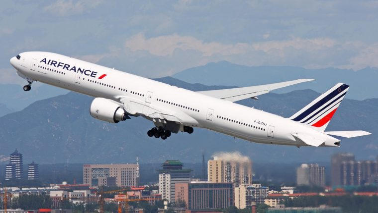 Un avión Boeing 777-300 como este conectará a París con San José de Costa Rica. (Foto Hemeroteca PL)