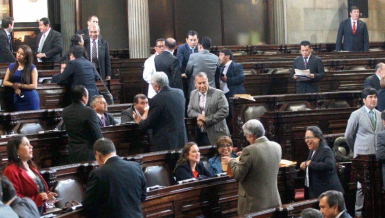La octava legislatura también está marcada por cambios de diputados entre varias bancadas. (Foto Prensa Libre: Erick Ávila)