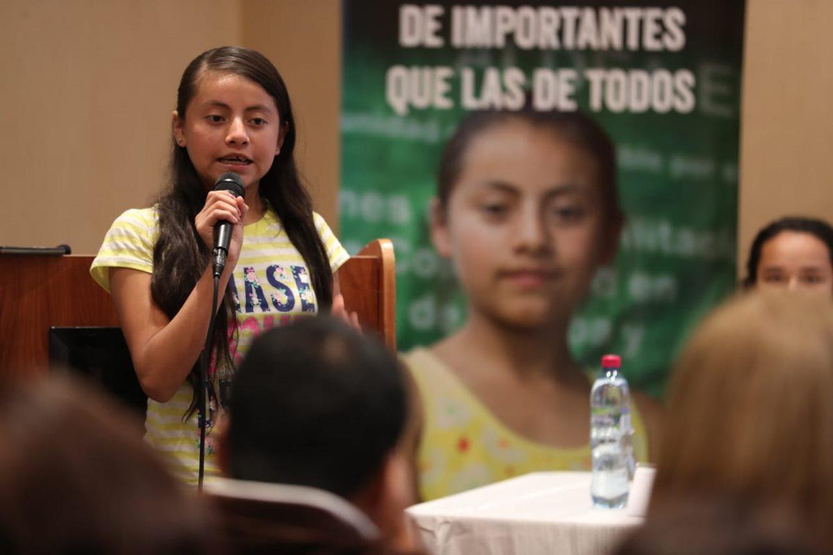 Naydelin López, de 14 años, es vocera de la campaña de Plan Internacional. (Foto Prensa Libre: Carlos Hernández)