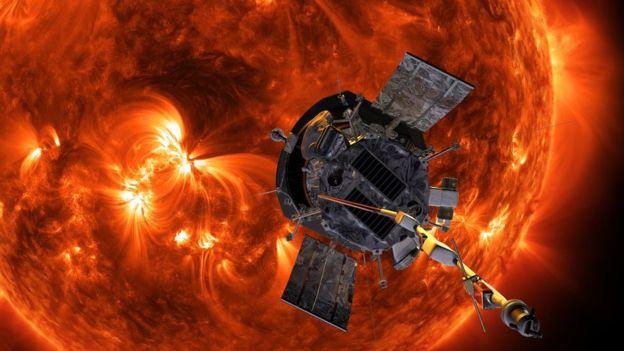 Los paneles solares a ambos lados de la sonda pueden plegarse para protegerlos del calor extremo. (NASA/Johns Hopkins APL/Steve Gribben)