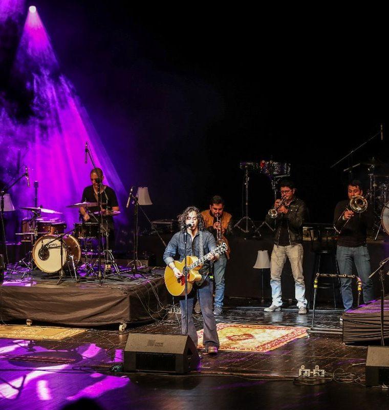 El grupo guatemalteco El Tambor de la Tribu abrió el concierto a La Oreja de Van Gogh. (Foto Prensa Libre: Keneth Cruz).