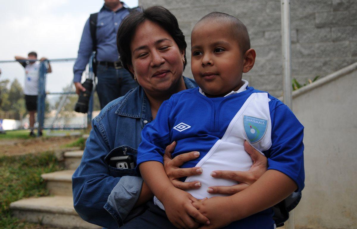 Diego necesita ayuda para superar complicación médica