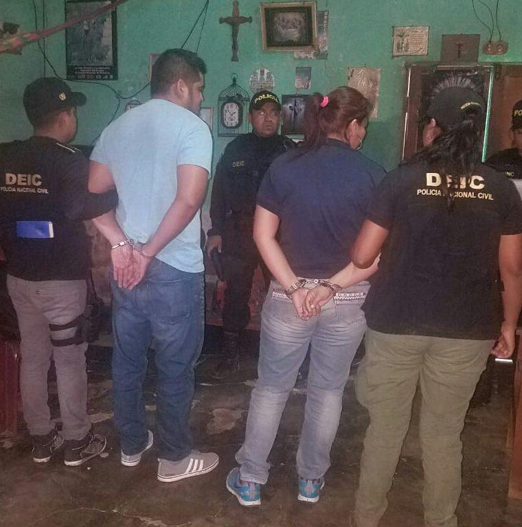 Ronald Daniel Alvarado y Zoila Mariela Romero Ochaeta, implicados en el robo de un banco en la zona 18. (Foto Prensa Libre: PNC)