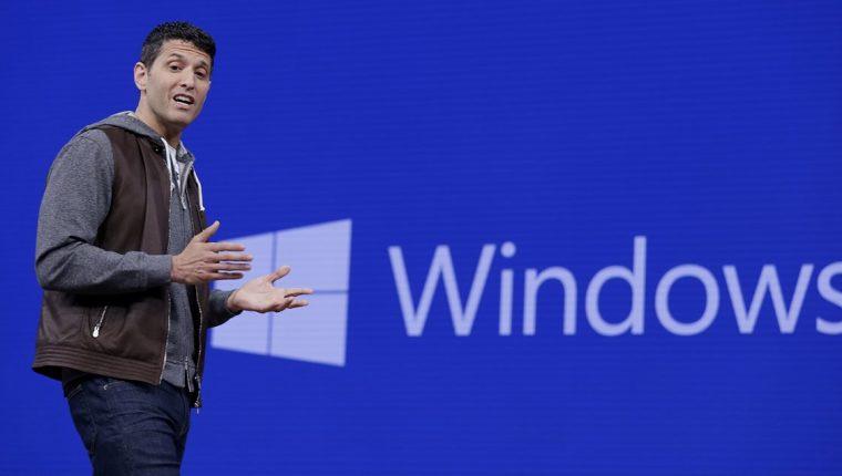 Terry Myerson, vicepresidente ejecutivo de windows y el Grupo de Dispositivos, habla durante el Microsoft Build 2017 (Foto Prensa Libre: AP).